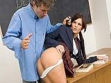 Petite salope propose son cul à un prof