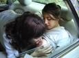 Une vieille lesbienne se tape une jeunette en panne de voiture