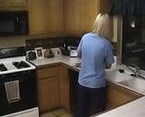 Femme au foyer et gorge profonde