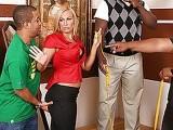 Un beau black TTBM se tape une superbe vendeuse blonde