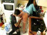 Femme mure bais�e par le plombier