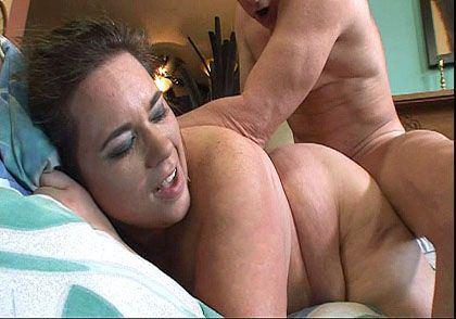 Femme ronde bais�e en levrette