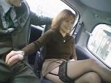Une amatrice se fait baiser dans un taxi
