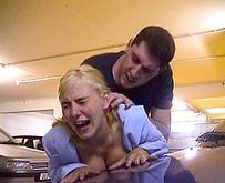 jeune lyc�enne abus�e avec violence dans un parking