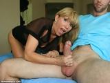 Il se fait pomper le dard par sa belle-mère