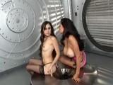 Lesbiennes stars du porno se bouffent les seins
