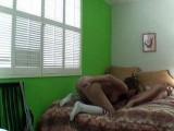 Deux amatrices lesbiennes s'encanaillent sous la vigilance d'une caméra cachée