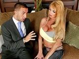 Une partie de sexe torride avec la blondasse Taylor Wane
