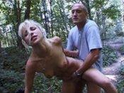 Jeune blonde demontee par un vieux pervers