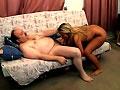 Un gros pervers invite une bresilienne a la maison