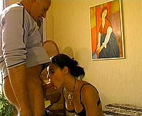 Homme mari� se fait sucer par sa belle fille