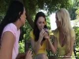 Trois femmes matures se tapent un mec