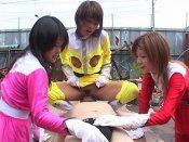Mec soumis abusé par trois salopes asiatiques