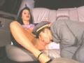 Bourgeoise aux gros seins baise avec son chauffeur