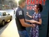 Jeune amatrice baise un inconnu pour de l'argent
