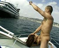Jeune vicieux baise sa belle soeur sur un bateau