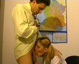 Le directeur baise une de ses jeunes �l�ves