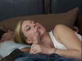 Jeune pucelle se fait dépuceler sa bouche de suceuse