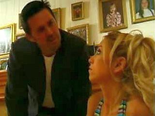 Couple de pervers baise la babysitter
