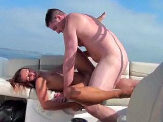 Une partouze sur le bateau de mon père