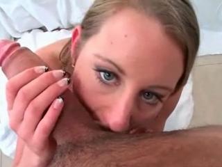 Une grosse bite pour cette jeune nympho