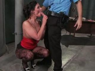 Je suce un policier pour sortir de prison
