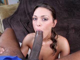 Olivia Wilder suce une grosse bite noire et baise