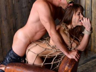 Un pervers détruit le trou du cul de Taissia Shanti