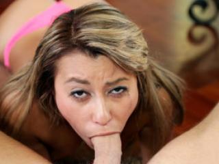La coquine Marina Angel adore pompe des queues