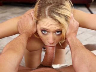 Masturbation féminine et pipes chaudes d'une salope blonde