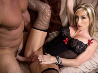 Cunnilingus et chaude partie de sexe pour la salope mature Nadia Hilton